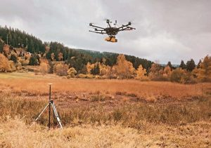 drone avec lidar au dessus de tourbières